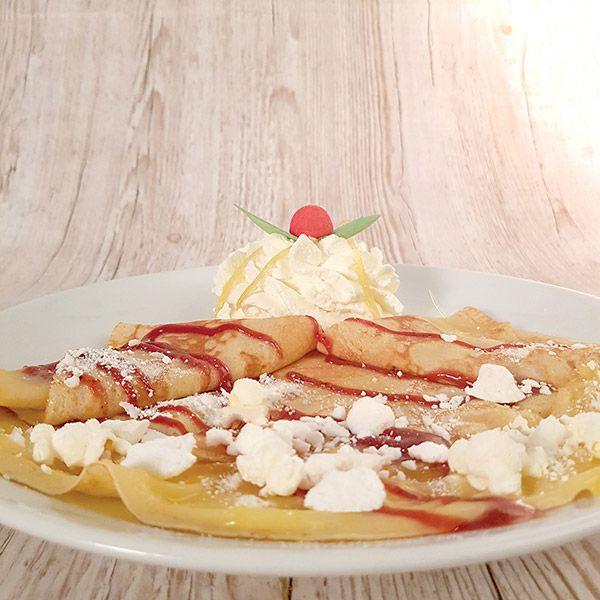 Crème de citron, éclats de meringue, coulis de fruits rouges, chantilly crêpe citron meringé le patacrêpe