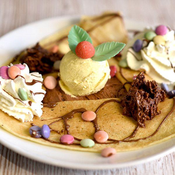 crêpe diabolique le patacrêpe Mousseline au Nutella, Smarties, glace vanille, roses des sables au Nutella, Chantilly