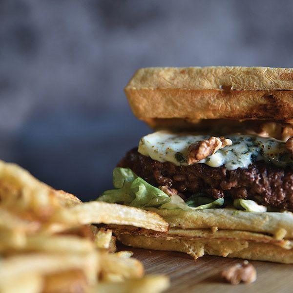 burger morbleu le patacrêpe Steak haché frais, bleu d'Auvergne, noix, tomate, salade