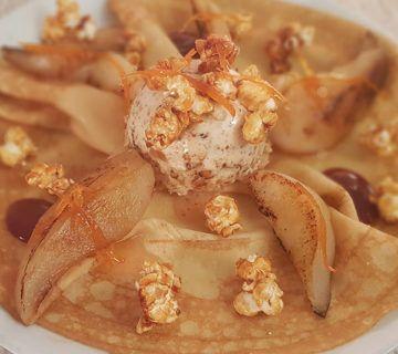 crêpe signature MOF meilleur ouvrir de france nougatine le patacrêpe Nougat glacé maison, poire au sirop de verveine, zestes d'orange, coulis de fruits rouges et pop-corn caramélisés