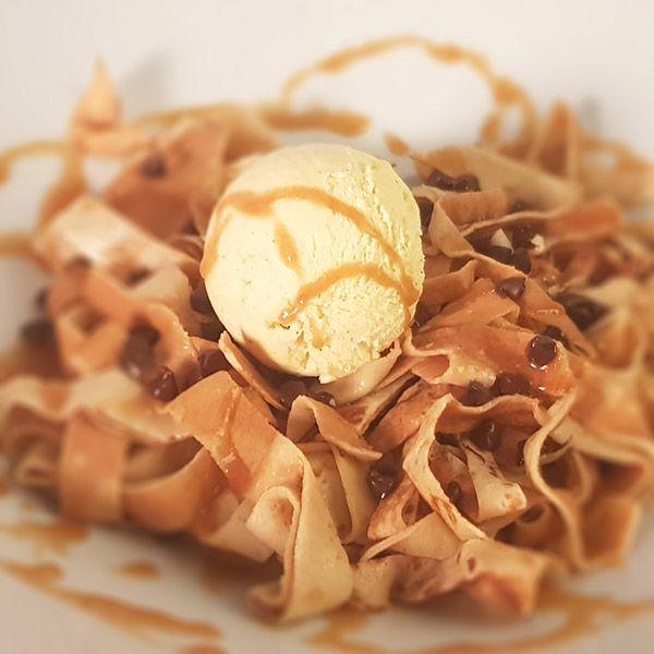 taglicara tagliatelles de crêpes Tagliatelles de crêpes, caramel au beurre salé, pépites de chocolat, glace vanille