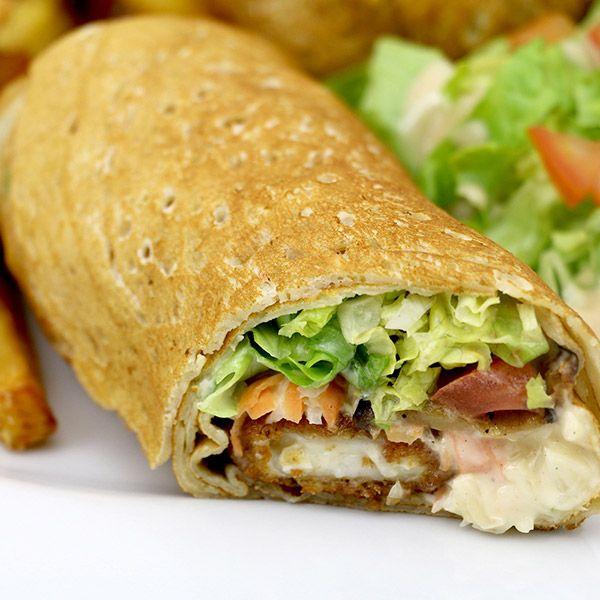 wrap l'embusqué le patacrêpe Poulet pané, cheddar, lard fumé, sauce caesar, tomate, frites, salade